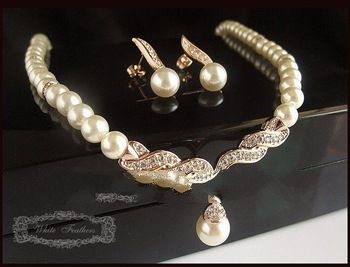 Fress Shipping ! Gold Plated Cream Pearl and Rhinestone Bridal Necklace and Earring Jewelry Set