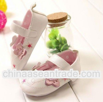 Very fashionable leather baby shoes